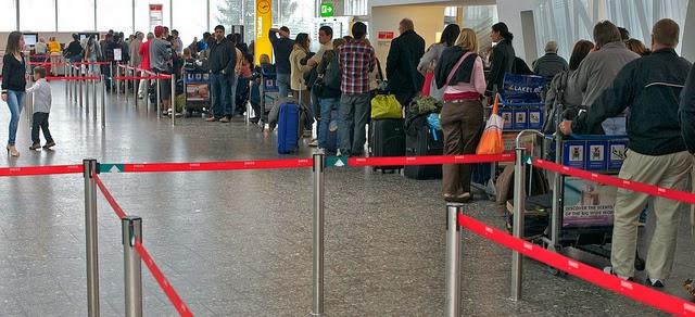 Long-queue-at-Airport